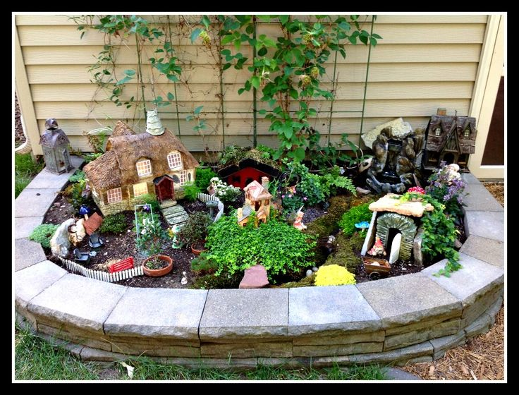 Intricate and superbly designed, this delightful garden makes ingenious use of the stone border to give the appearance of a town wall surrounding an intimate yet large-scale fairy village.