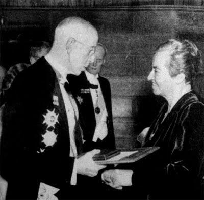 1945 Gabriela Mistral reçoit le prix Nobel de la paix