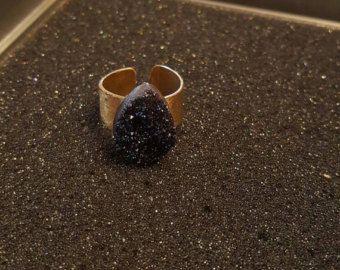 Pequeño anillo Druzy Titanium cuarzo banda Gold-filled por adorn512