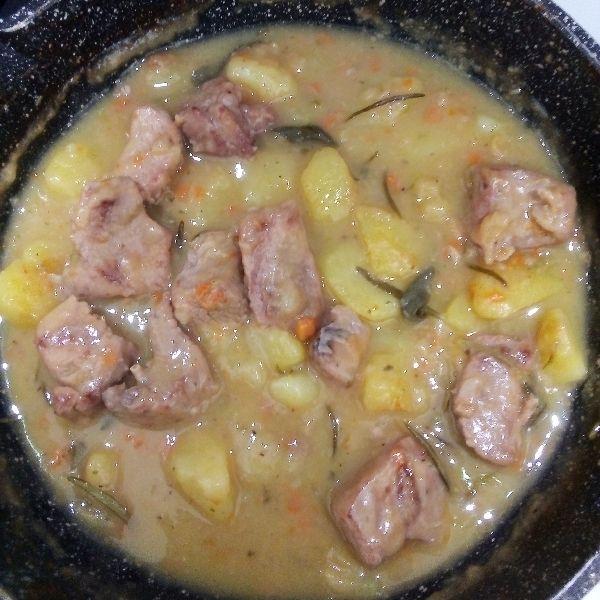 Ricetta Giallo Zafferano Spezzatino Di Vitello.Spezzatino Di Vitello Con Patate Ricetta Ricette Spezzatino Patate