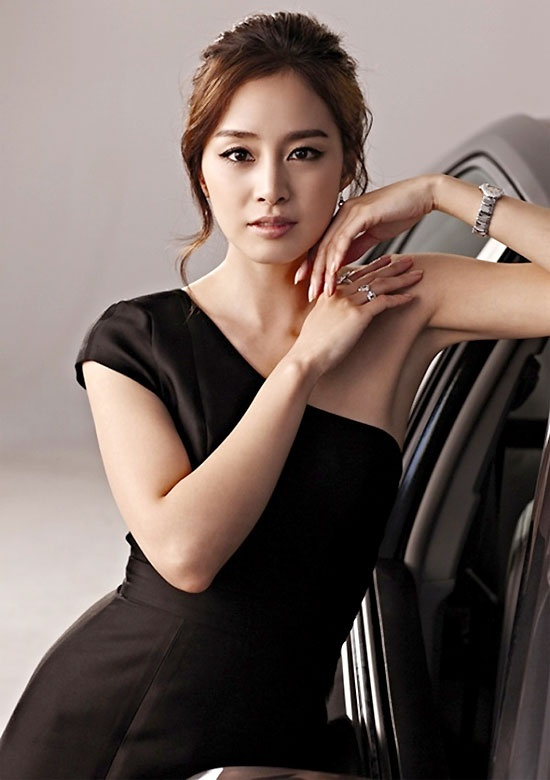 Kim Tae Hee - love her hand placement.