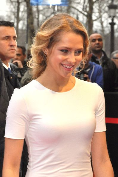 """Teresa Palmer arrives at the premiere of """"I Am Number Four"""", held at the Gaumont Marignan Cinemas in Paris. - 7 of 8"""