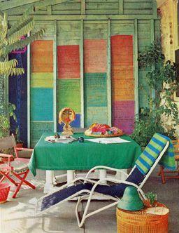 Si tenes paredes de madera, animate a darle mucho color!!!!!