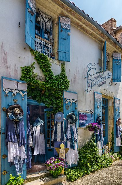 Boutique in Talmont sur Gironde, France I want to go there