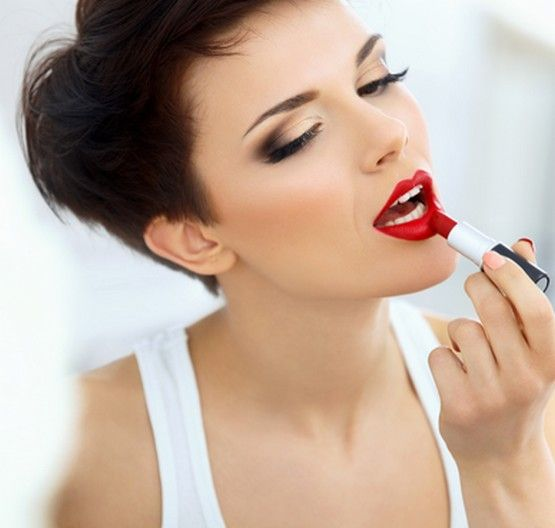 Handy Guide On Bridal Make Up Tips: In life of any woman, Wedding day is very important. Before the day of wedding,women start preparing according to their own dreams because women imagine that their wedding impressionism remains forever so they want to make most use of bridal make up tips.