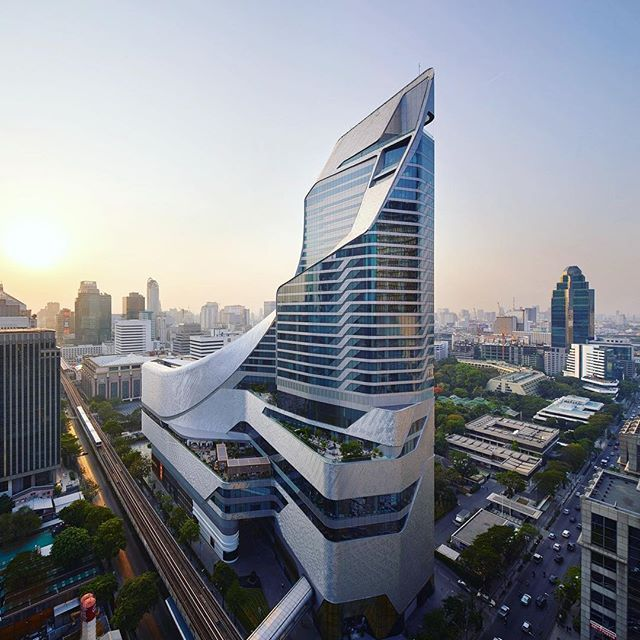 A_LA completes the glimmering Bangkok Central Embassy/ The first British architect to ever complete a tower in Thailand, Amanda Levete's massive 1.5-million-square-foot mixed use project loops out of the skyline following the firm's signature strokes/ Discover our special feature on Architizer.com  .  .  .  .  @amandalevete @amandalevetearchitects #architizer #architecture #amandalevete #bangkok #thailand