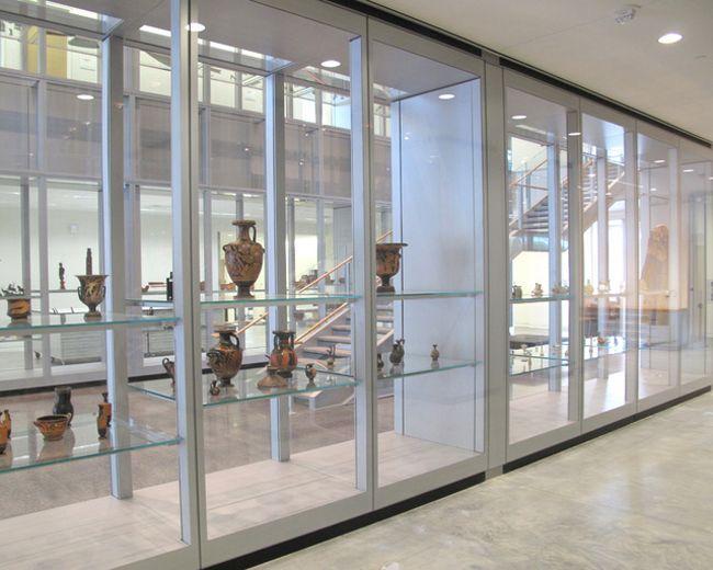 7-Wellin's main hall double height glass cases.IMG_3196+++.jpg (650×520)