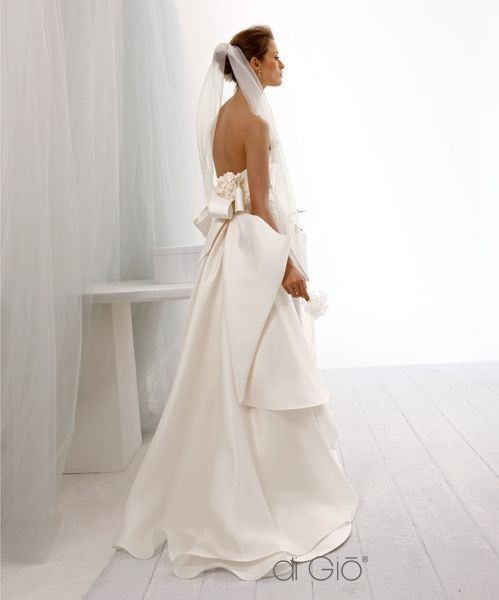 NWT Le Spose Di Gio-Wedding Dress, Silk, Ivory, Trumpet. Retails $5,500!