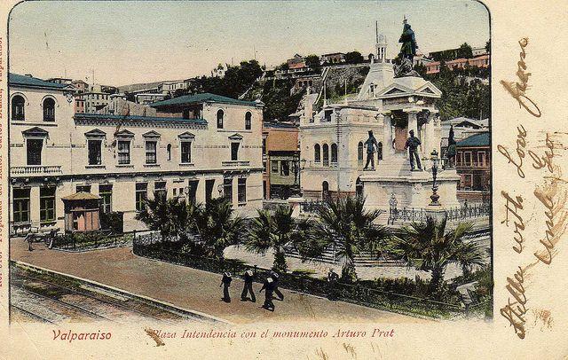 Plaza Indepencia con el monumento Arturo Prat