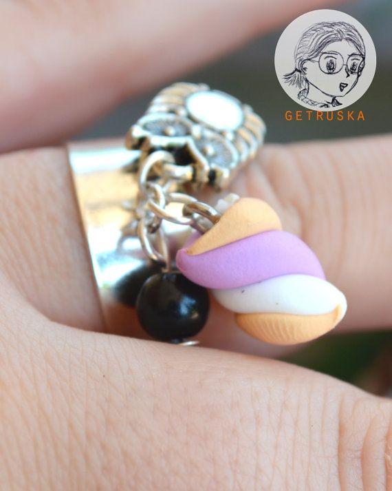 Anello con marshmallow e gufo / Ring with small di getruskaEtsy