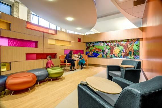 The waiting area for young children in the outpatient clinic. The jungle mural is a reproduction of the artwork used in the old clinic. Photo: Courtesy of GBBN Architects and JH Photography Inc.