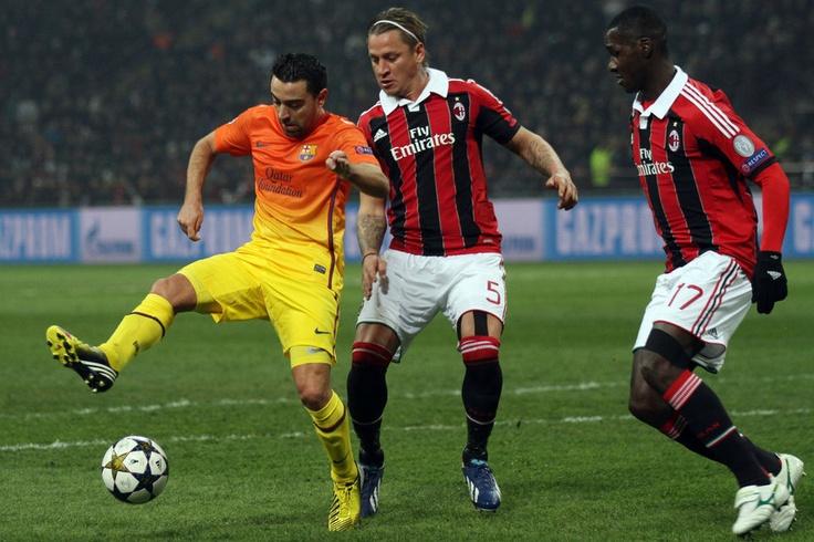 Milán 2-0 FC Barcelona   Xavi Hernandez, intenta dar un taconazo. [20.02.13]