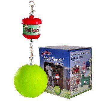 Liksteenhouder met speelbal is ideaal ter vermaak in de stal. Het speelgoed waar je paard urenlang zoet mee is. Exclusief liksteen.