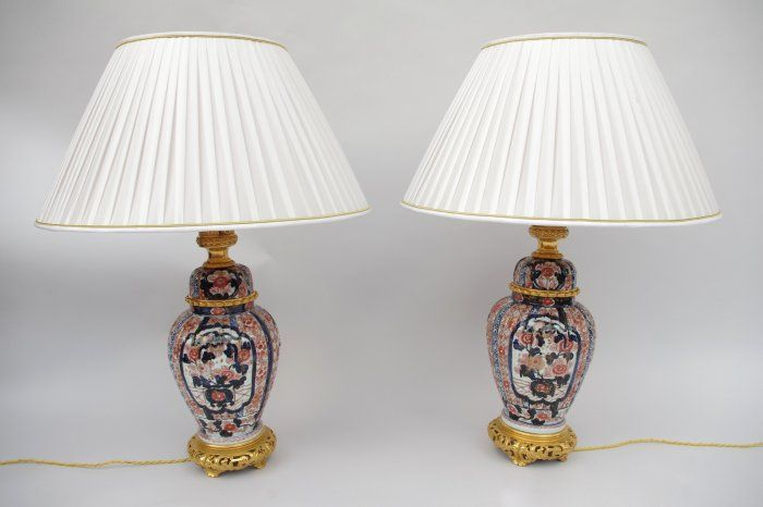 Pair of imari lamps from the 19th century.