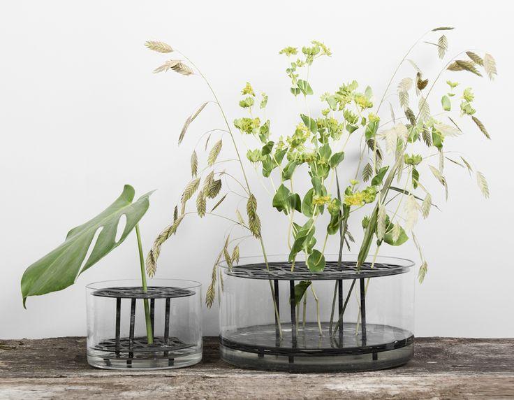 Vas äng i svart och mässing från Klong. #klong #vase #evaschildt #flower #flowers #interiordesign #brass #tambursthlm