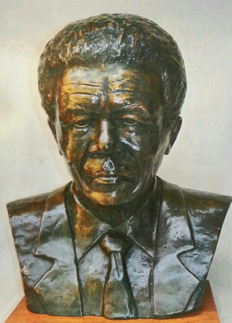 Nelson Mandela bronze bust for sale / 60cm tall / editioned / Lawrence Chait