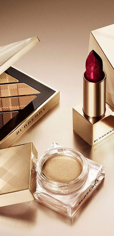 The festive Burberry make-up collection includes golden accents, signature shades and limited-edition beauty gifts.