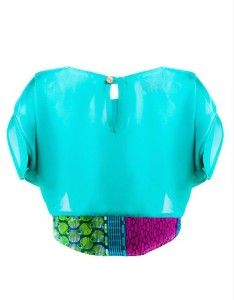 A moda agora é inserir estampas africanas em tops.