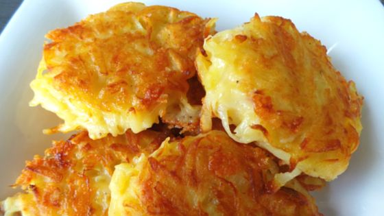 These crispy cheesy hash browns are the direct result of a couple of factors: 1. I couldn't be botheredgoing grocery shopping. 2. My mum has been feeling unwell so I wanted to make her something small for lunch. 3. I found 3 potatoes hiding in our pantry. Now, I've never made hash browns before,…
