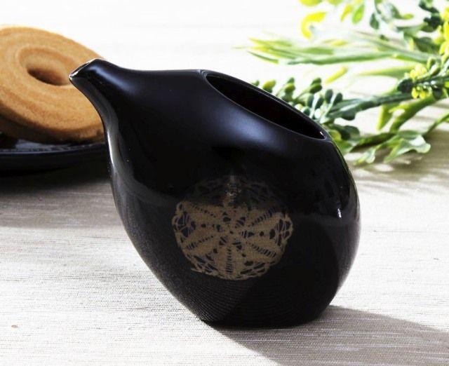 Ceramiczny dzbanek na mleko od TWO PEOPLE BLAC
