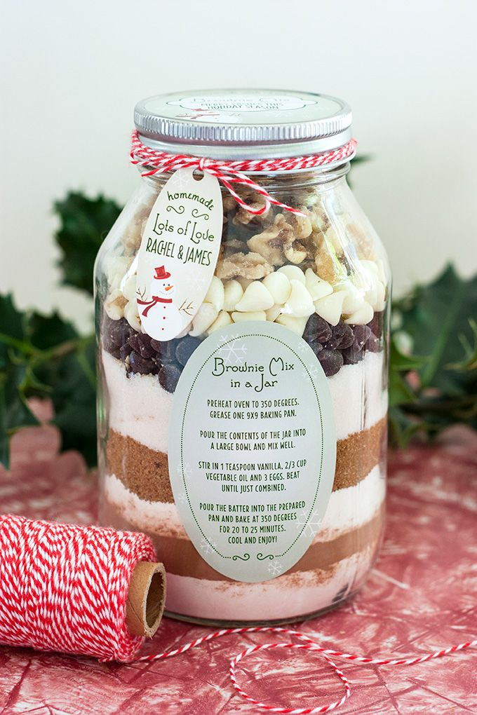 RECIPE: Brownie Mix In A Jar | http://adventures-in-making.com/recipe-brownie-mix-in-a-jar/ #homemade #gift #holiday
