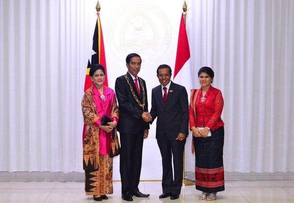 Jokowi: Pembangunan Saat Ini Indonesia Sentris : Presiden Joko Widodo (Jokowi) dan Ibu Negara Iriana Jokowi di akhir kunjungannya menyempatkan hadir menemui warga negara Indonesia (WNI) yang tinggal di Timor Leste Se