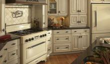 Pro výrobu kuchyně v jižanském stylu klidně zvolte lamino v bílé, nebo vanilkové barvě. Klikněte pro zvětšení!