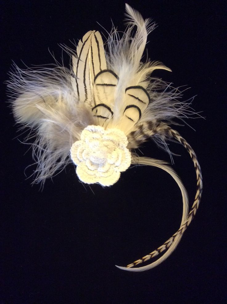 Feathers brooch with a crochet flower and a crystal