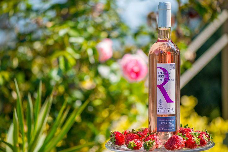 Rosa, Rosa, Rosam AOP Corbières 2014 Robe pétale de rose, aux arômes floraux, de fraise et de poire. Rosa, Rosa, Rosam accompagnera vos viandes blanches ou rouges ainsi que vos poissons. Cépages : Grenache noir, Syrah #vin #wine #wineyard #redwine #whitewine #rosewine #PaysdOc #AOP #AOC #Corbieres #IGP #médaille #medal #GuideHubert #GuideHachette #Decanter #Feminalise #CrusdElegance