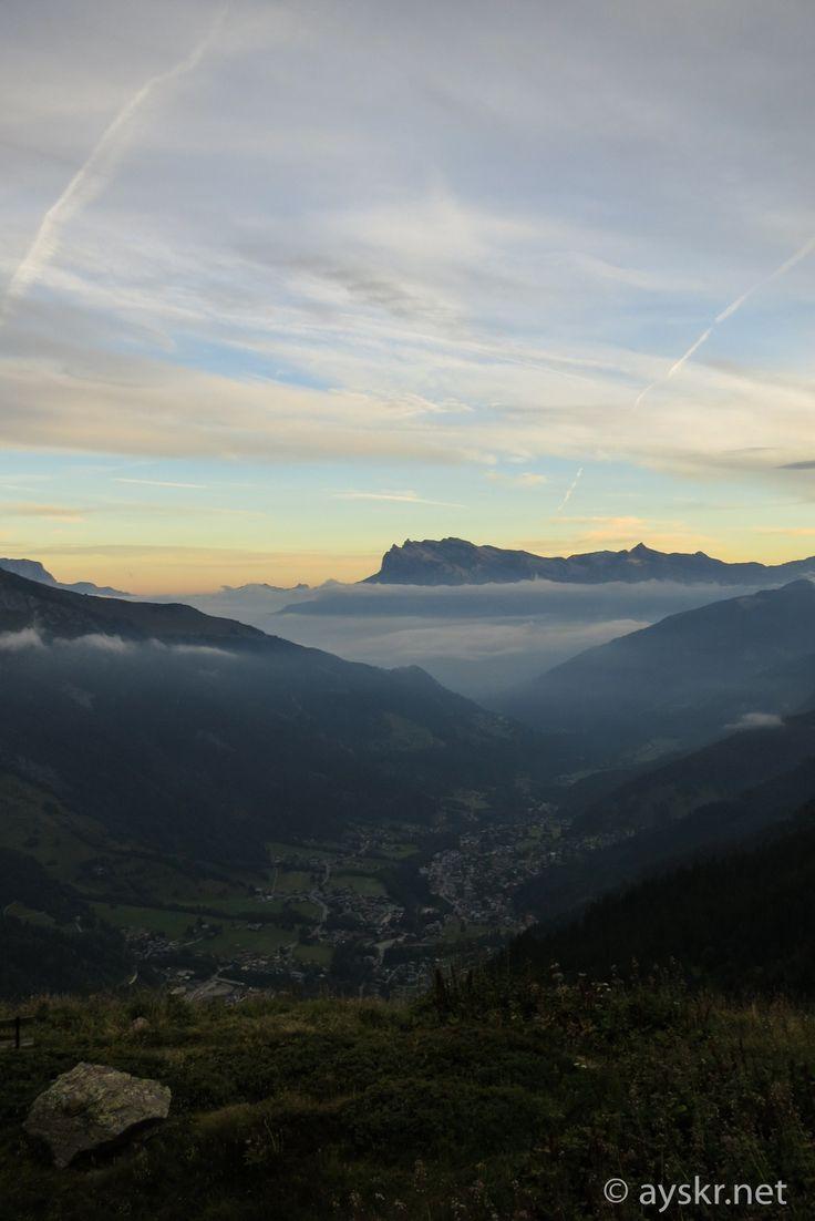 ヨーロッパの山旅 美しきツールドモンブランの風景・ハイライト10景 ... 1:Tre la Tete小屋の夜明け