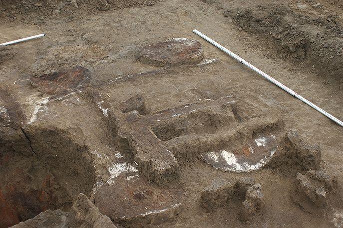 Остатки четырехколесной деревянной повозки (III тысячелетие до н. э.)