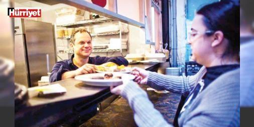 Pizzagate manyaklığı : ABDde sosyal medyadan yayılan bir pizza restoranının sübyancılık çetesinin merkezi olduğu ve elitlere suistimal etmeleri için çocuk temin ettiği yolundaki komplo teorileri büyük tartışma yarattı.  http://www.haberdex.com/dunya/Pizzagate-manyakligi/101855?kaynak=feed #Dünya   #yolun #ettiği #temin #çocuk #komplo