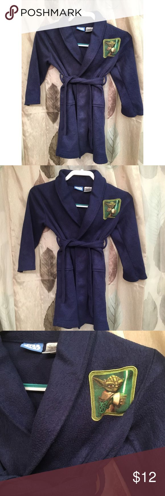 🆕List! Jedi Knight Bathrobe! VGUC! A little nubby but no stains, rips or tears. Brit is attached. Yoda patch. Square open pockets. Size 4/5. Star Wars Pajamas Robes