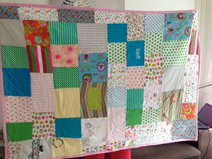 Dekentje van oude babykleertjes; old babyclothes for patchwork