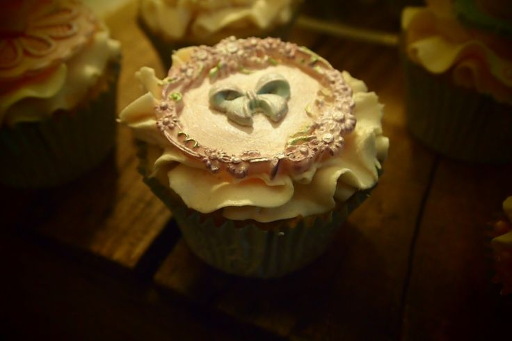 Bow and Flower Cupcake
