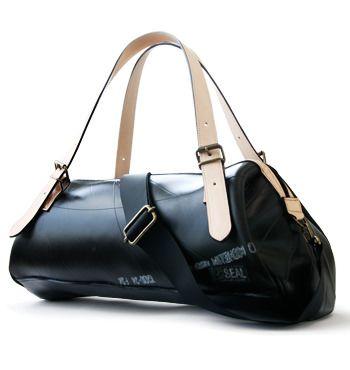 「メッセンジャーバッグ、ボディバッグのSEAL store」で取り扱う商品「ボストンバッグ」の紹介・購入ページ。廃タイヤチューブをメイン素材としたメッセンジャーバッグ・メンズバッグの通販サイトです。