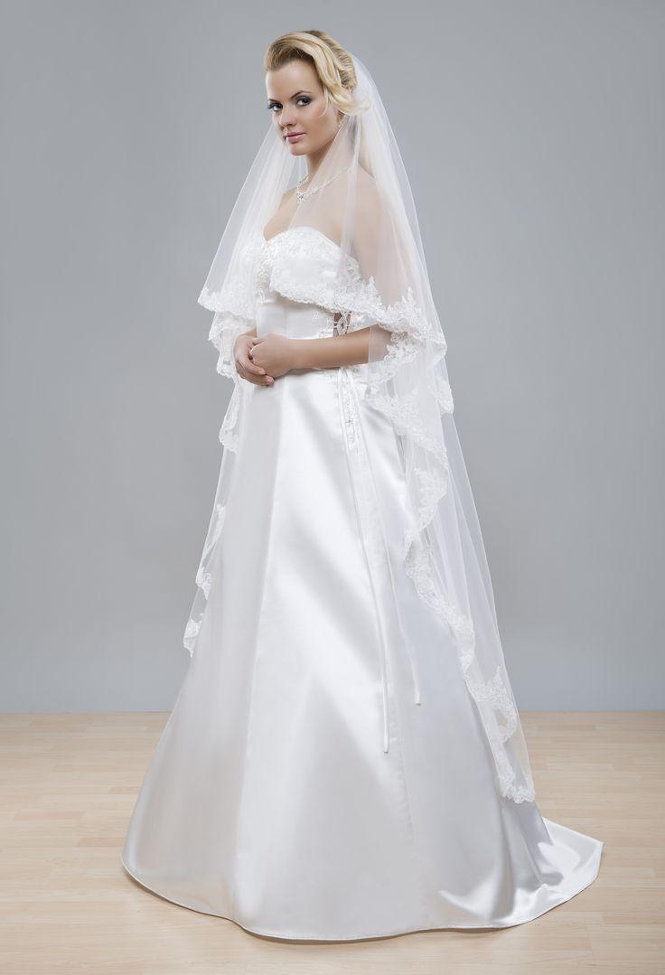 Taktiez Bohaty Vyrazny Svadobny Zavoj Z Kolekcie Glamour S Krajkovym Lemom Vhodny Pre Romanticke Nevesty Bridal VeilsFormal