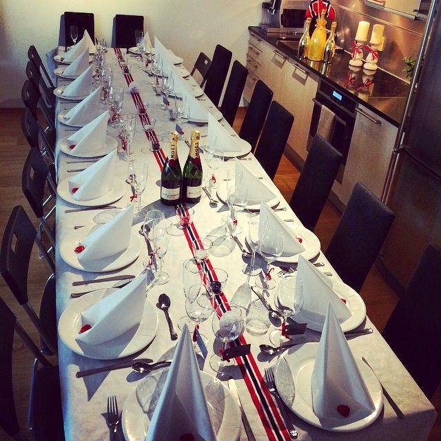 I fjor var det vi som hadde 20 til frokost, det var veldig vellykket!💃😊 Men med 40 dager igjen til termin er jeg glad for at det frokost på ulvøya i år! Ha en super 17.mai alle sammen! #17mai#champagnefrokost#interior#home#nasjonaldagen#
