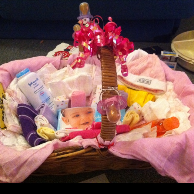 Baby Gift Baskets How To Make : Diy baby shower gift basket ideas