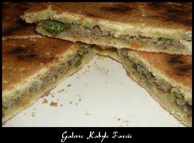 Moi je raffole de cette recette, c'est une recette Kabyle qui à la base se fait avec des herbes aromatiques. Mais moi je la mange chez la Tante à mon mari, ils sont Kabyles et elle l'a fait avec de la viande hachée, franchement c'est un régale, mais pour...