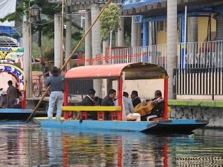 Xochimilco, México - Los Mariachis   BayEssence.com Andar en Bote / Parte 1