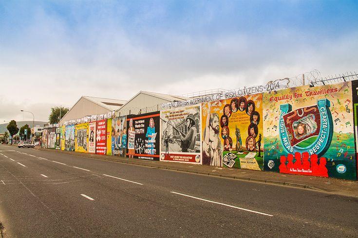 Rua de Belfast, Irlanda do Norte. Clique na imagem para saber mais.