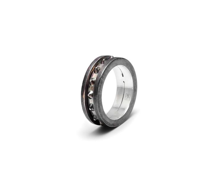 Maria Francesca Pepe MAN/01 Ring with single studded rotating band Shop now> https://www.mariafrancescapepe.com/showplarge.aspx?prodid=604&catid=47&utm_source=Social&utm_medium=Pinterest&utm_campaign=Ring_man
