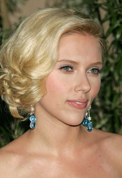 Scarlett Johansson - how I'd do my hair if it's short for my wedding! Only with a tiara or fancy clip...