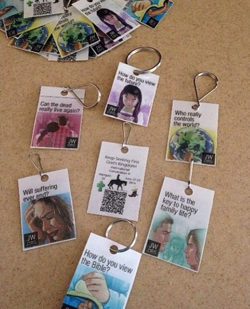 Gifts for visitors to the international convention. What a nice present. Love it!  ♥~previous pinner.