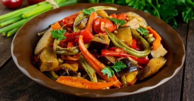 Recette de Mijoté de légumes anticellulite aux épices et lait de coco. Facile et rapide à réaliser, goûteuse et diététique.