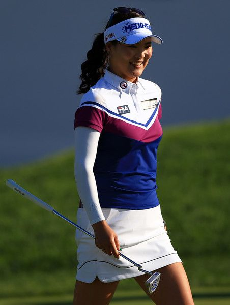So-Yeon Ryu Photos - So Yeon Ryu of South Korea reacts after hitting onto the 18th green during round three of the Canadian Pacific Women's Open at the Ottawa Hunt & Golf Club on August 26, 2017 in Ottawa, Canada. - Canadian Pacific Women's Open - Round Three