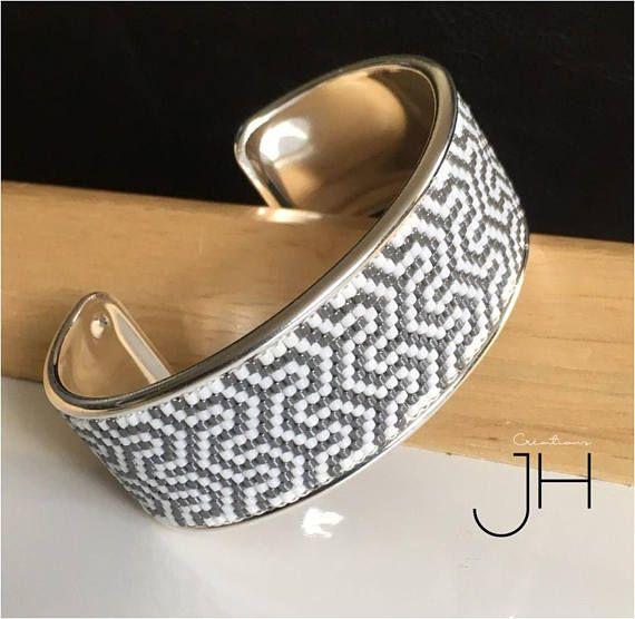 Bracelet manchette sur jonc en laiton de couleur ARGENT /