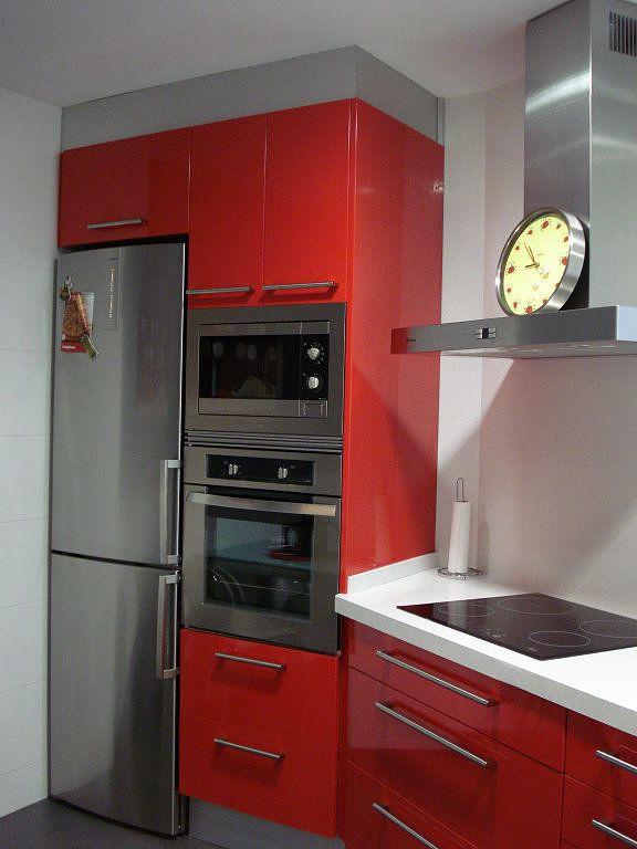 33 best images about cocinas on pinterest small kitchens - Cocinas rojas modernas ...