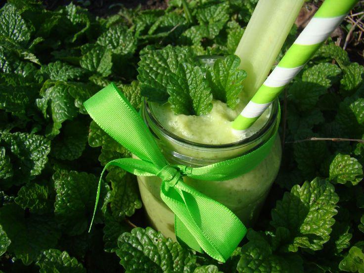 Ranní zelené smoothie s meduňkou